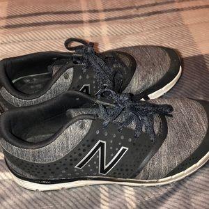 New Balance grey & black tennis shoes